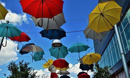 他60岁才开始创业 每天工作14小时 凭一把伞成为行业老大!