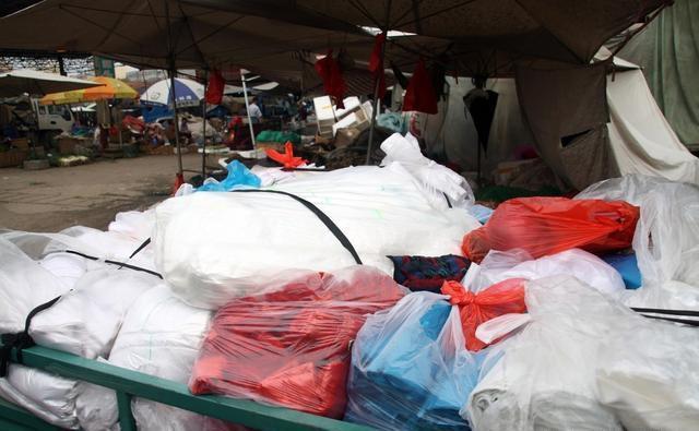 农村小伙菜市场卖塑料袋变身千万富翁的传奇创业历程!